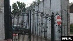 У следственного изолятора комитета национальной безопасности в Астане. Иллюстративное фото.