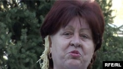 "Активистка партии ""Азат"" Галина Долгова с лапшой на ушах. Талдыкорган, 24 апреля 2009 года."