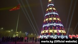 Новогодняя елка в Бишкеке.