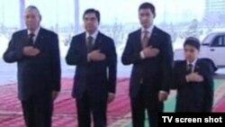 Gurbanguly Berdimuhamedow kakasy, ogly we agtygy bilen, saýlaw güni.