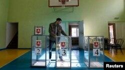 Избирательный участок в школе в Симферополе. 15 марта 2014 года.