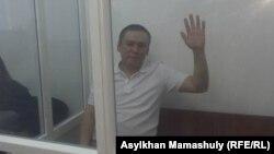 Журналист Жанболат Мамай на скамье подсудимых. Алматы, 21 августа 2017 года.