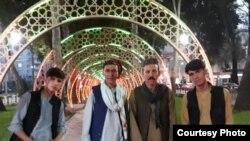 Мир Мафтун с группой афганских музыкантов в Душанбе. Архивное фото