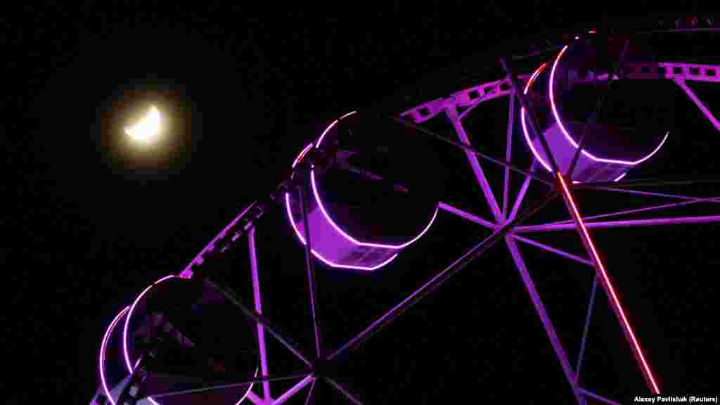 В ночь с 16 на 17 июля крымчане могли наблюдать частичное затмение Луны. Именно на полуострове оно было заметно наиболее четко