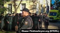 Тренування з пожежної безпеки біля будівлі Київського районного суду Сімферополя
