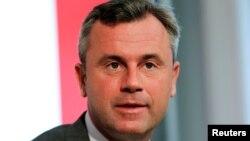 """Норберт Хофер, Австрия президенттігіне әсіреоңшыл """"Еркіндік партиясы"""" атынан кандидат."""