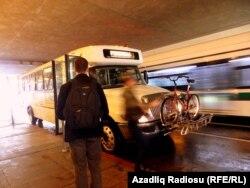 Avtobuslarda velosipedi daşımaq da problem deyil.