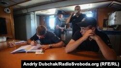 У їдальні команди корабля «Павло Державін»