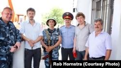 """Фотография Роба Хорнстры из цикла """"Проект Сочи"""". Автор – второй слева."""