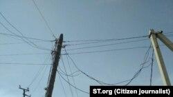 , Оқтепа мавзеси, 15-уй олдидаги электр кабели илинган иссиқ сув қувурида электр кучланиши юзага келган.