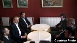 Средба на лидерите на СДСМ и на ДПА, Бранко Црвенковски и Мендух Тачи, во ресторанот Петрол компани на автопатот Скопје-Тетово. 18 јули 2012