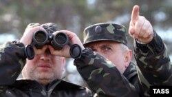 Аляксандар Турчынаў інспэктуе войскі