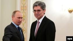 Владимир Путин и исполнительный директор Siemens Джо Кайзер на встрече в резиденции российского президента в Ново-Огареве, 26 марта 2014 года