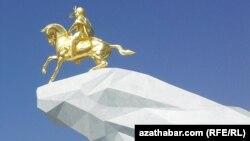 """Arkadag binasy"" monumenti."