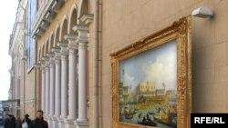 На стенах исторических зданий в центре Москвы теперь можно будет увидеть импрессионистов, постимпрессионистов, или, например, картину Антонио Каналетто «Возвращение Бучинторо к молу у дворца дожей», 1727-1729 гг.