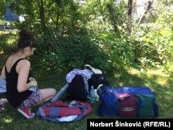 Marija iz Kragujevca priprema šator u Exit kampu