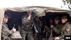 ჯარისკაცები სოფელ მუხროვანთან 5 მაისს