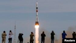 """Байқоңыр ғарыш айлағынан ұшырылған """"Союз-МС-04"""" зымыран тасығышы. 20 сәуір 2017 жыл."""