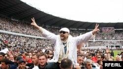Тбилисский стадион принял оппозиционеров