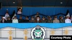 آیتالله علی خامنهای در مراسم اعطای سردوشی دانشجویان دانشگاههای افسری ارتش جمهوری اسلامی ایران