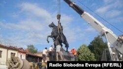 Поставување на споменикот на Филип Втори во Битола, јуни 2011.