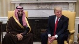 دونالد ترامپ (راست) رئیسجمهوری آمریکا در دیدار با محمدبن سلمان، ولیعهد عربستان.