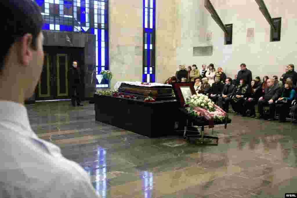 Прощание с анастасией Бабуровой началось в 10.30 в траурном зале ЦКБ.
