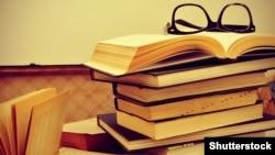 Kitaplar we äýnek.