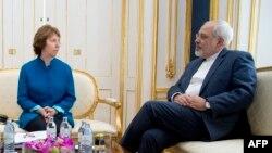 Shefja e politikave të jashtme të BE-së Catherine Ashton, gjatë një takimi të mbajtur më 15 tetor në Vjenë me Ministrin e Jashtëm të Iranit, Mohammad Javad Zarif.