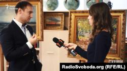 Співвласник Аукціонного дому «Золотое сечение» Михайло Василенко зауважує, що при оцінці робіт зазвичай враховують ім'я художника, це історія продажів тощо