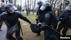 Задержания участников акции протеста в Белоруссии 25 марта 2017 года (архивное фото)