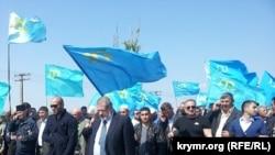Татарлар Мостафа Җәмилев белән күрешер өчен чик буен җәяү чыкты
