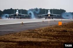 Російські винищувачі в аеропорту «Бельбек» у Севастополі