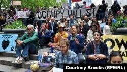 """محتجون من حركة """"إحتلوا وول ستريت"""" في إعتصام حديقة براينت بنيويورك"""