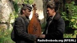 Кадр із фільму «Поводир. Володимир Носков (ліворуч)