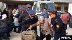 Нааразылык акциясына чыккандар, Астана, 1-октябрь, 2013-жыл