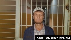 Айыпталушы Бекжан Шалабаев Алатау аудандық сотында. Алматы, 31 қазан 2019 жыл.