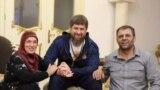 Кадырова Зулай (Кадыров Рамзанан,шен вешин, белхан гIоьнча), Кадыров Рамзан (мехкан куьйгалхо), Закриев Сахьаб (Гуьмсан кIоштан префект, Кадырова Зулайн марваша)