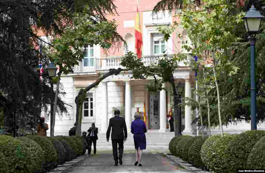 Дворец ла Монклоа (Мадрид, Испания) Это резиденция премьер-министра Испании. Его возвели в начале ХVII века, но во время гражданской войны в Испании его полностью разрушили. В современном виде дворец восстановили между 1949 и 1953 годами