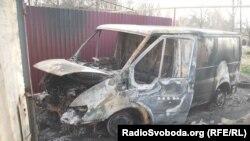 Машина волонтера Володимира Єльця після інциденту