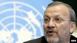 آقای متکی می گوید که «فشار و ارعاب نمی تواند سياست ايران را تغيير دهد و تعليق نه يک گزينه و نه راه حل است.»