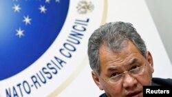 Sergei Shoigu gjatë një konference për shtyp në selinë e NATO-s në Bruksel më 23 tetor