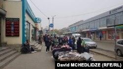 Утром торговцы т.н. стамбульского рынка в Рустави, несмотря на запрет, разложили свою продукцию на прилавках