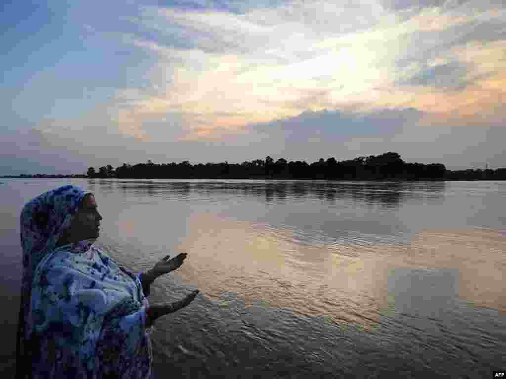 02.08.2010. - Foto: AFP / Arif Ali