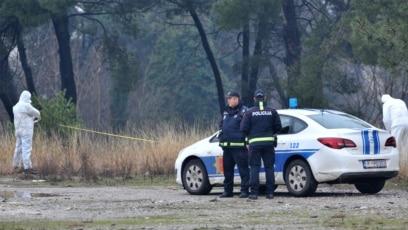 Policija obezbjeđuju istražitelje nakon napada na američku ambasadu u Podgorici, 22. februar 2018.