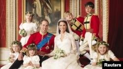 Свадебная фотография британского принца Уильяма и Кэтрин Мидлтон. Лондон, 3 декабря 2011 года.