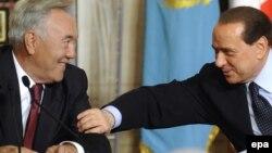 Қазақстан президенті Нұрсұлтан Назарбаев пен Италияның сол кездегі премьер-министрі Сильвио Берлускони. Рим, 5 қараша 2009 жыл. (Көрнекі сурет)