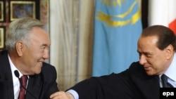 Президент Казахстана Нурсултан Назарбаев и премьер-министр Италии Сильвио Берлускони в Риме. 5 ноября 2009 года.