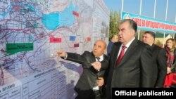 Эмомали Рахмон в Джабор Расуловском районе. Фото с сайта президента РТ