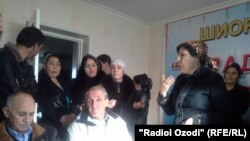 A screen grab of a video showing a group of women disrupting an opposition party's press conference in Dushanbe.